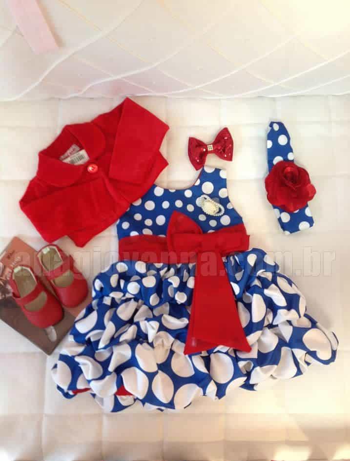 Conjunto com vestido e sapatos da Galinha Pintadinha