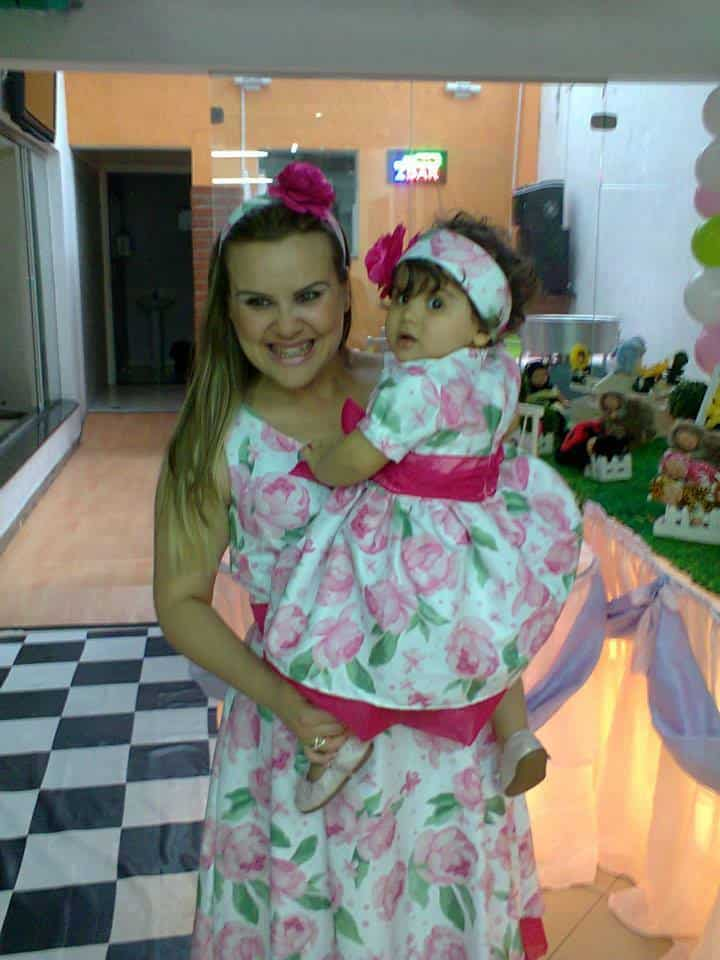 1010001 185324628340920 400841521 n Elas vestem vestidos infantil de festa Ana Giovanna