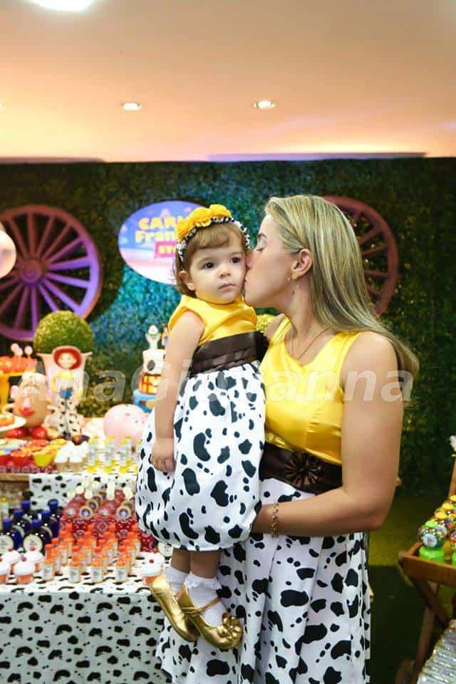 11295594 876650855704353 4673141759349444063 n Elas vestem vestidos infantil de festa Ana Giovanna
