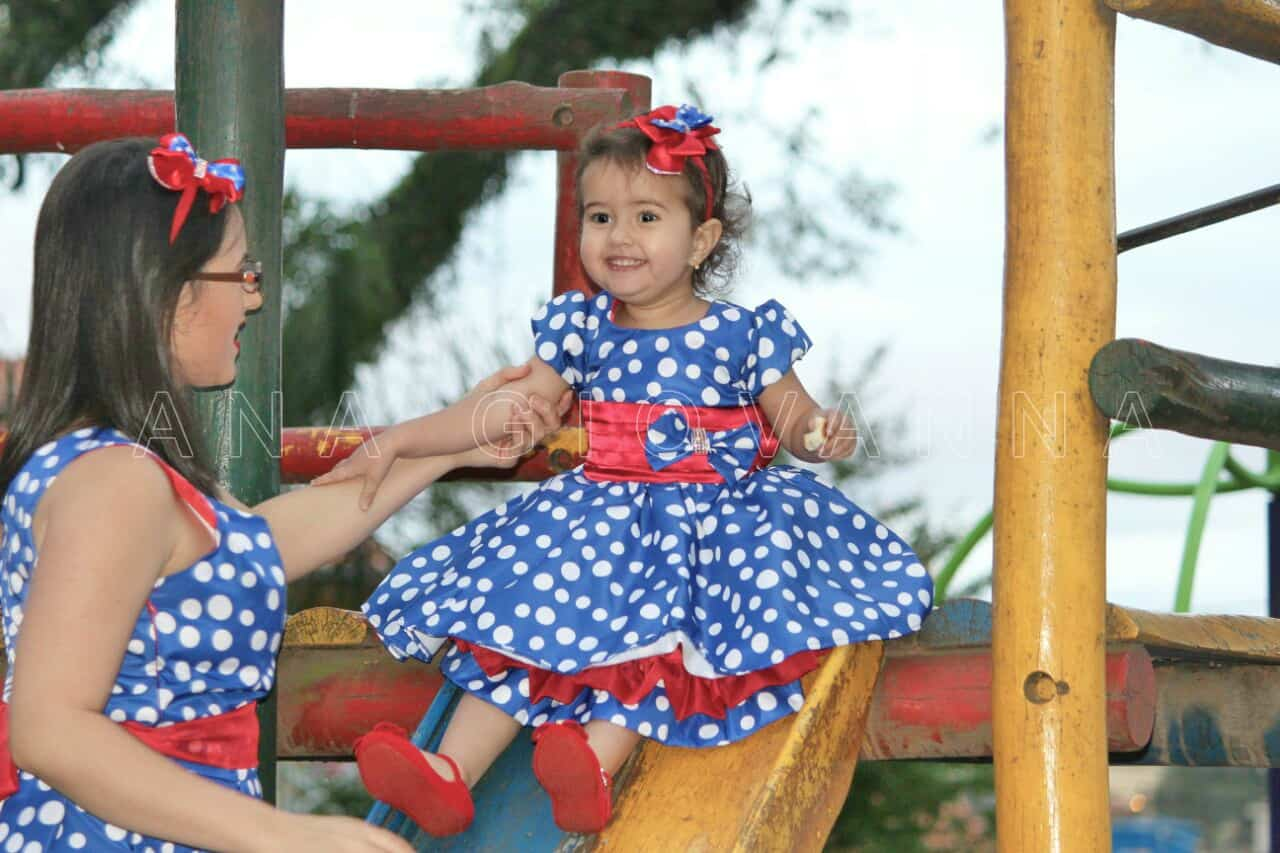 Galinha01 Elas vestem vestidos infantil de festa Ana Giovanna