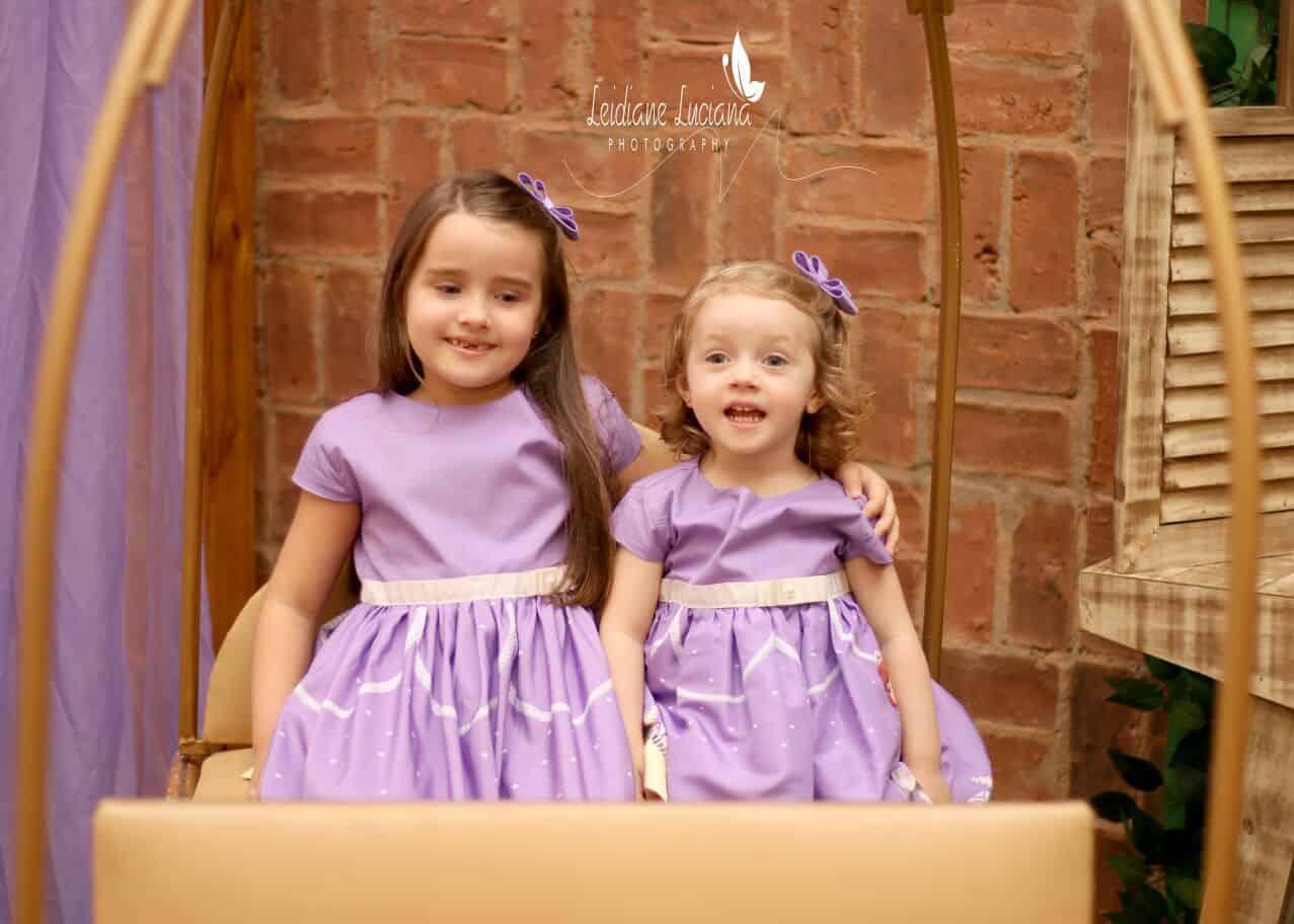 meninas Elas vestem vestidos infantil de festa Ana Giovanna