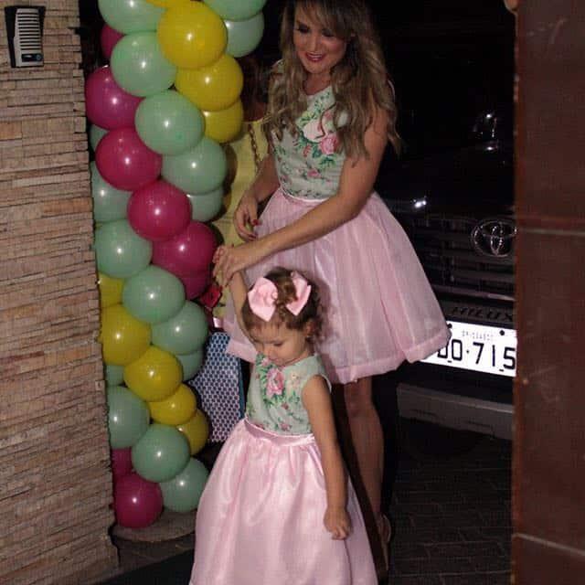vestido floral mae e filha3 Elas vestem vestidos infantil de festa Ana Giovanna