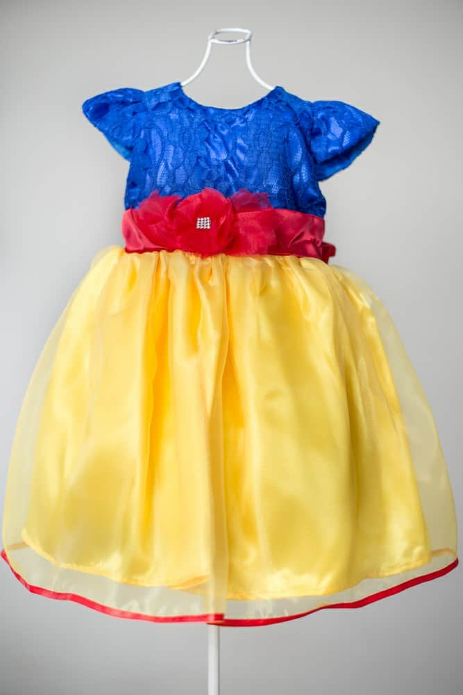 Vestido com tule amarelo