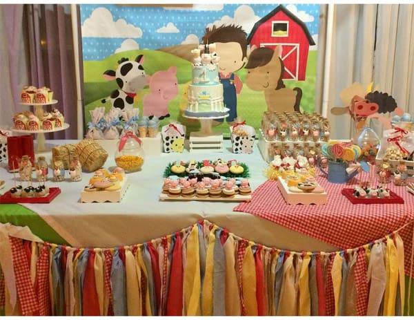 Decoração festa infantil Fazendinha - mesa do bolo