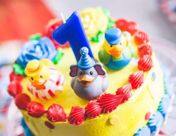 Lembrancinhas de aniversário de 1 ano-bebê- bolo