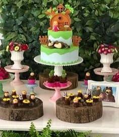 ideias de festa masha e o urso, Mesa do bolo