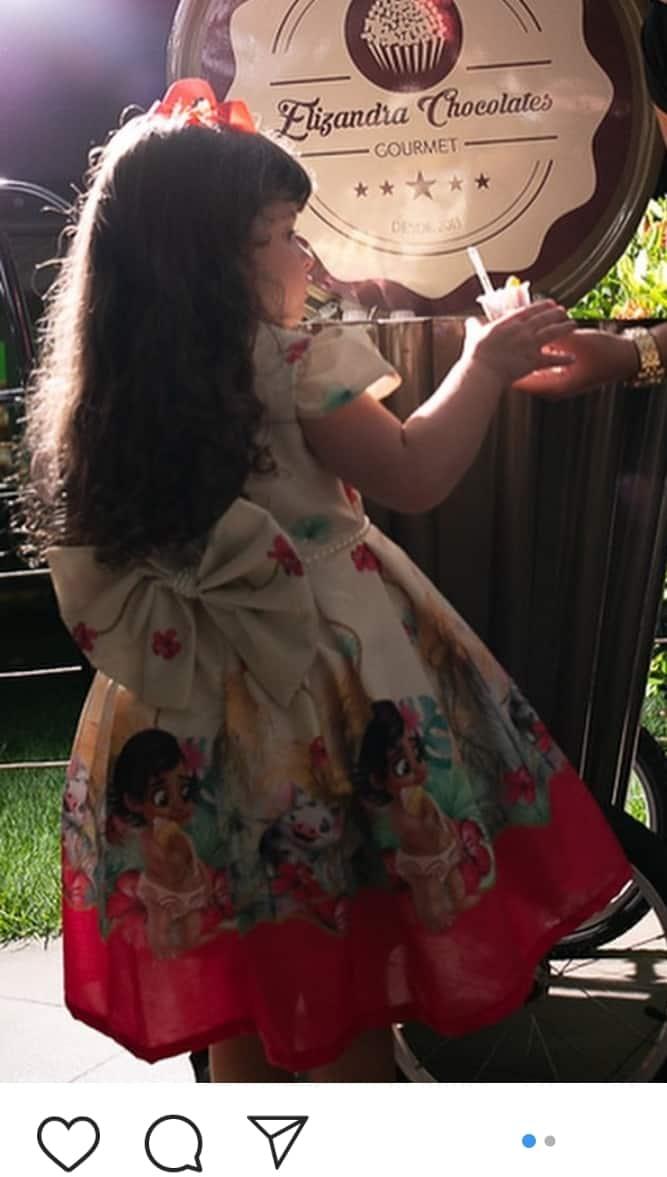 Vestido de festa infantil com laço nas costas